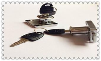 上门开锁换锁芯一般要多少钱一次-最简单最快的撬锁方法_指纹锁开锁公司给开么-开锁电话