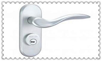 请人上门换锁安全吗-保险柜换锁芯大概需要多少钱_摩托车配防盗钥匙多少钱-匹配师傅电话