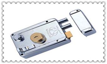 指纹锁开锁后打不开-开锁键是关锁了怎么办_忘带钥匙开锁小窍门-最简单最快的撬锁方法
